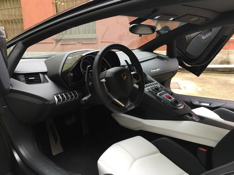Lamborghini Aventador LP 700